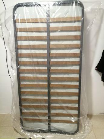 Cama de solteiro com estrado e oferta do colchão