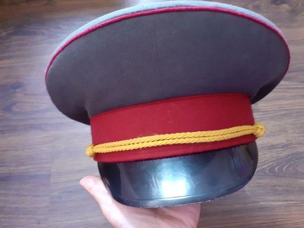 Фуражка,шапка.