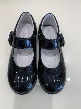 Туфли для девочки, новые, но есть нюанс