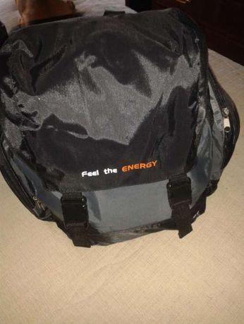 Vendo mochila preta nova