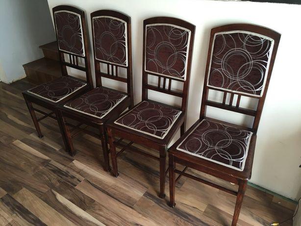 Sprzedam cztery krzesła dębowe okres międzywojenny