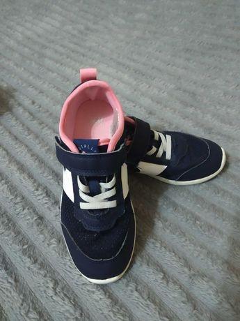 Легені кросівки від Н&М