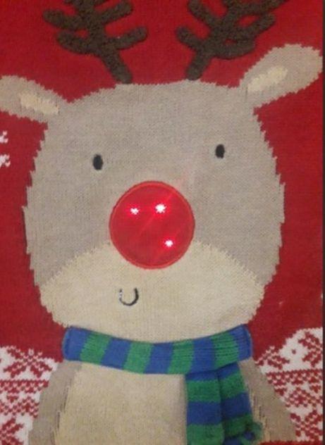 новогодний свитер светится нос