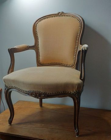 Stary piękny stylowy fotel