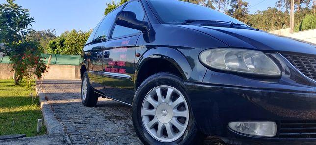 Vendo Chrysler Voyager 2.5 7 lg