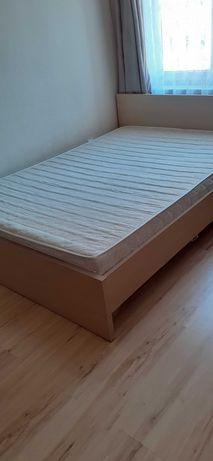 Sprzedalam łóżko z materacem 140/200 .