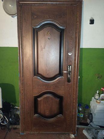 Входная дверь левосторонняя