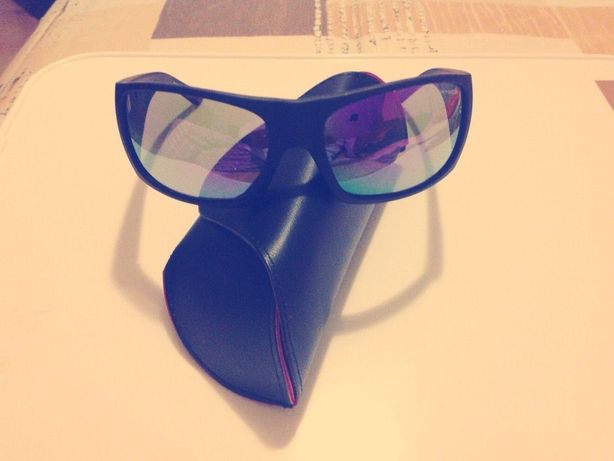 Óculos sol Arnette preço fixo acresce portes de envio.