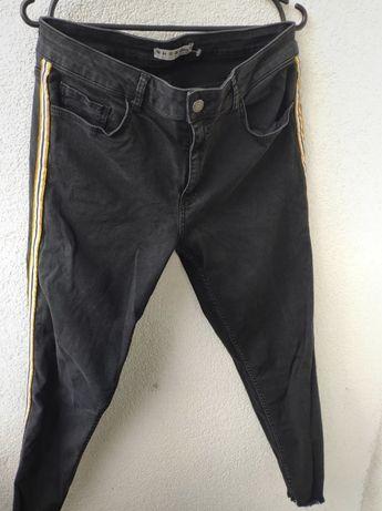Czarne spodnie jeansowe z lampasem r. 44 xxl 2xl