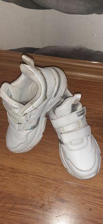 Кроссовки белые,31 размер