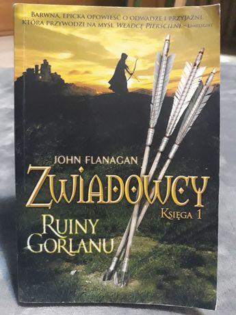 "Książka ""Zwiadowcy"" Ruiny Gorlanu Ksiega 1 John Flanagan"