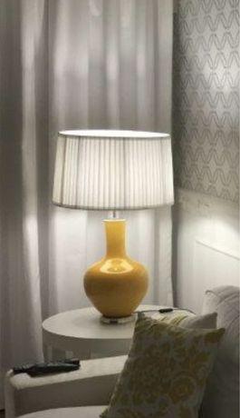 Candeeiro de mesa amarelo