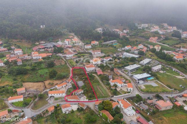 Moradia T2 para restauro em Carreço, Viana do Castelo.