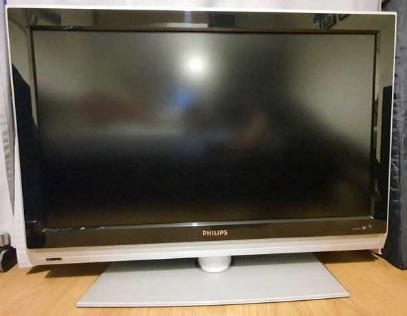 "Telewizor LCD Philips 37"" - model 37PFL5322/12"