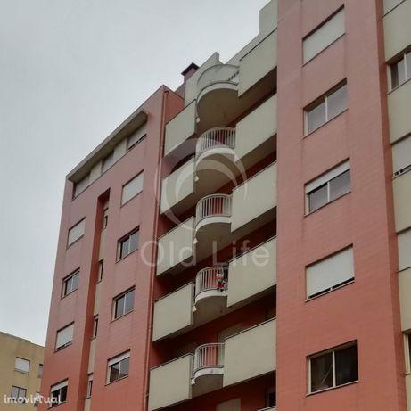 Apartamento T2 c/ garagem - perto da Makro