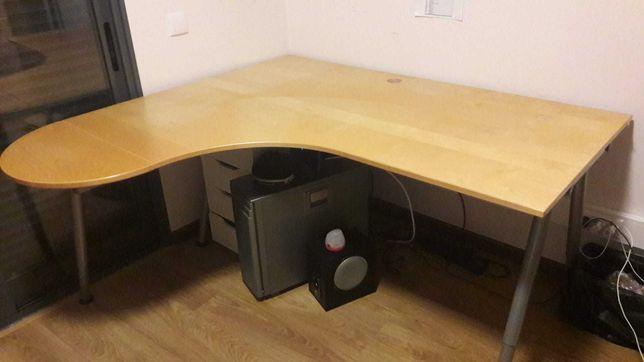 Secretária com tampo em madeira IKEA