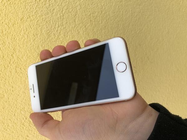 iPhone 8 gold хорошее состояние