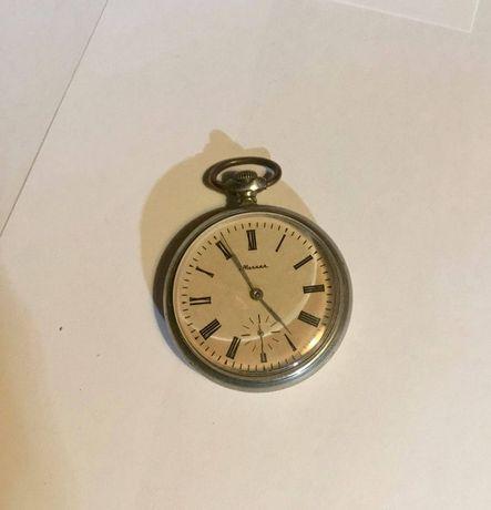 Relógio de bolso da empresa russa Molnija Vintage
