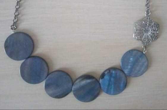 Naszyjnik z niebieskiej masy perłowej