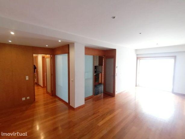 Apartamento T2 varanda de 33m2 e box a 250m da praia da Granja - Gaia