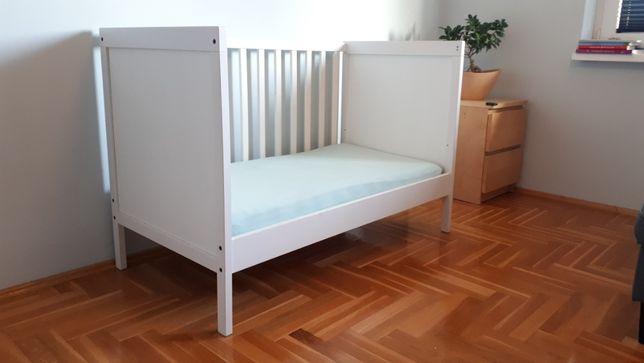 Łóżko niemowlęce + materac + ochraniacz, 4x prześcieradła