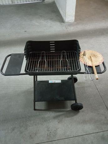 Barbecue a carvão + oferta acessórios