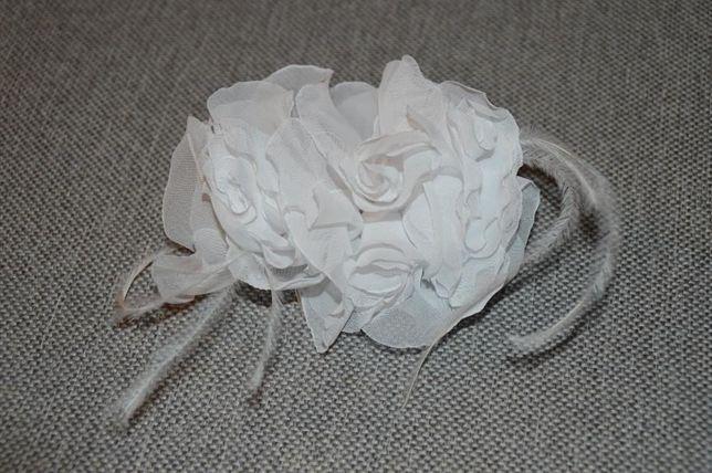ślubna ozdoba do włosów na grzebyczku - kwiaty