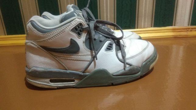 Кросівки Nike шкіряні стелька 26,5см 41розмір