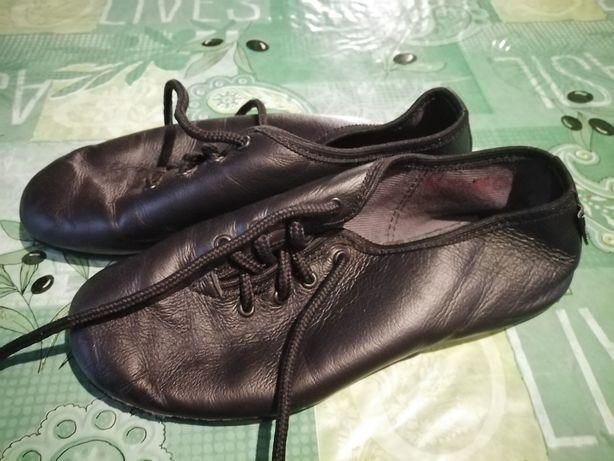 Buty do tańca rozmiar 34 w gratisie buty po szkole