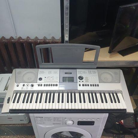 Синтезатор Yamaha PSR-E413  Отличный