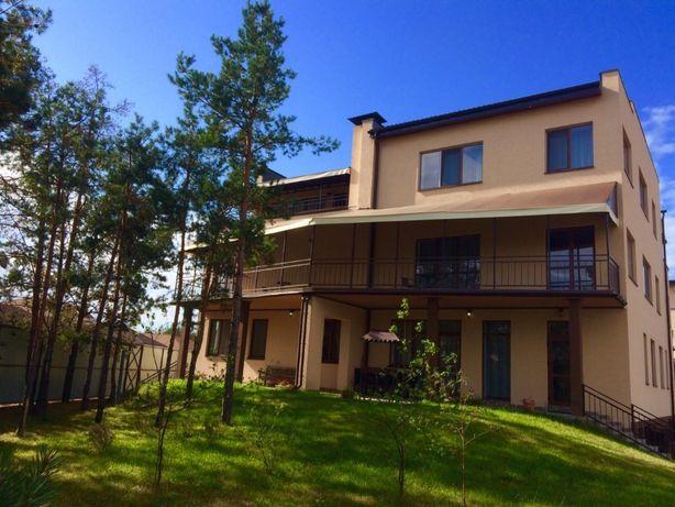 Посуточная аренда дома 460 кв., 6 раздельных спален. до 15 человек.