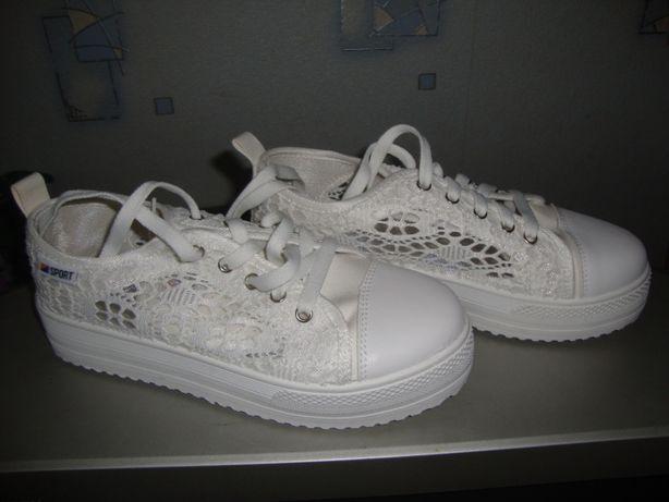 Женские, белые кроссовки. Р39-40