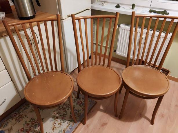 Komplet czterech drewnianych krzeseł