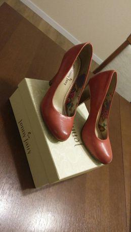 Czerwone buty na szpilce rozmiar 37