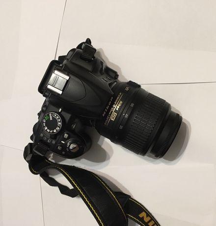 Фотоапарат Nikon D3100.
