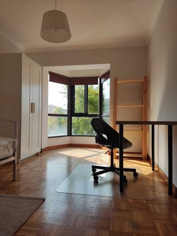 Quarto em apartamento na Vila Jovem (glicínias/Universidade)