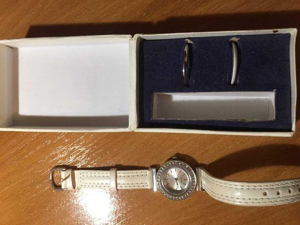 Продам часы женские наручные.