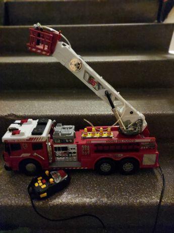 Wóz strażacki GIGANT z efektami świetlnymi i dźwiękowymi + PILOT
