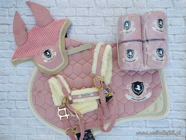 Komplet dla konia Pale Pink różowy czaprak kantar nauszniki i owijki