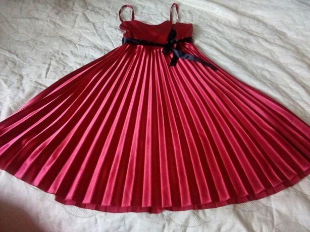 Sukienka czerwona plisowana