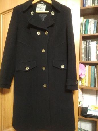 Классическое демисезонное драповое пальто