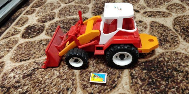 Продается игрушка трактор