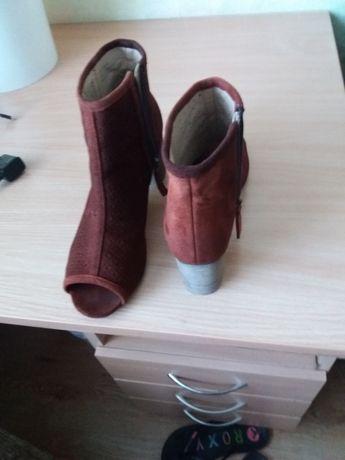 Туфли женские замшевые 40размер в хорошем состоянии на устойчивом кабл