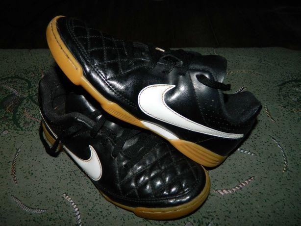 Футзалки Nike Tiempo (оригинал) фирменные размер-32 стелька- 20см