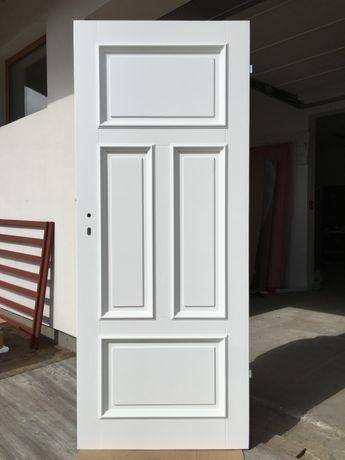 Drzwi wewnętrzne zabytkowe do kamienicy białe retro RAL9016