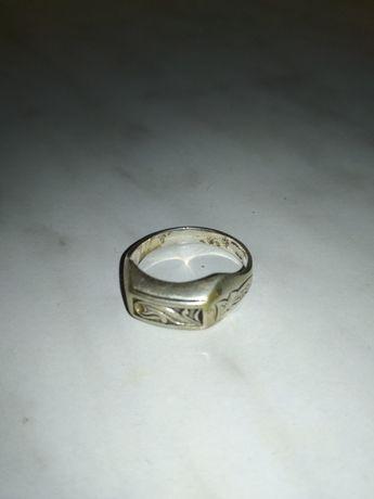 Продам мужской серебряный перстень.