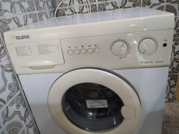 Máquina de lavar roupa em muito bom estado