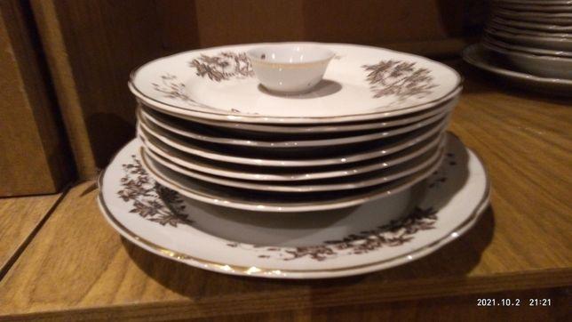 Посуда.Тарелки мелкие,глубокие,большое блюдо,солонка.