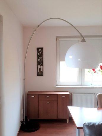 Lampa stojąca do salonu