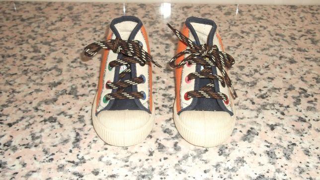 sapatilhas de menino em pano novas
